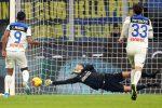 Handanovic para un rigore e salva l'Inter, con l'Atalanta è 1-1