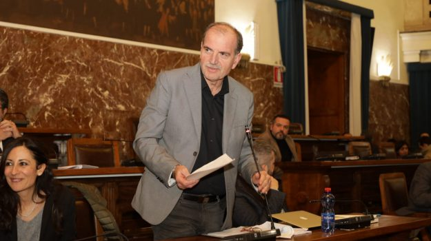 assessori, dimissioni, giunta, Enzo Trimarchi, Pietro La Tona, pippo scattareggia, Messina, Sicilia, Politica