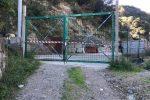 Rifiuti seppelliti nel torrente Mili a Messina, area e mezzi sequestrati