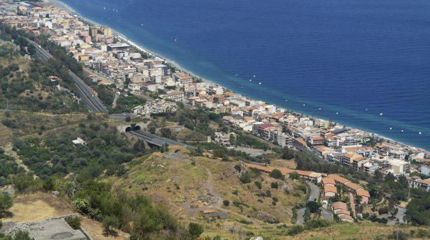 lungomare, sant'alessio siculo, Messina, Sicilia, Economia