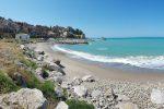 Sub in decomposizione sulla spiaggia a Castel di Tusa, corpo per giorni in acqua: irriconoscibile