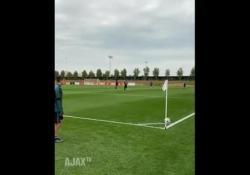 Ajax, il gol da calcio d'angolo impossibile di Razvan La prodezza di Marin Razvan - Dalla Rete