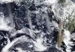 Australia: le nuvole di fumo fanno un giro completo intorno al mondo L'animazione della Nasa attraverso i suoi satelliti - CorriereTV