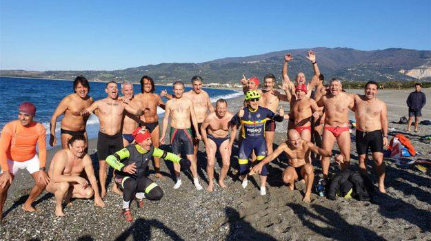 Tuffo di Capodanno a Lamezia, 60 atleti nelle acque del lungolare Falcone Borsellino - Foto