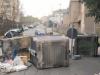 Viabilità in tilt al villaggio di Bisconte, residenti bloccano gli accessi con i cassonetti