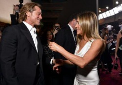 Brad Pitt e Jennifer Aniston, l'incontro ai Sag Awards fa sognare i fan I due ex si guardano orgogliosi durante i rispettivi discorsi - Ansa