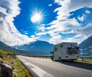 Viaggi in camper, sempre più giovani li scelgono: crescono anche gli over 55