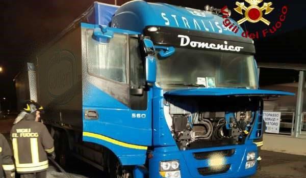 camion, incidente, pizzo calabro, vigili del fuoco, Catanzaro, Calabria, Cronaca