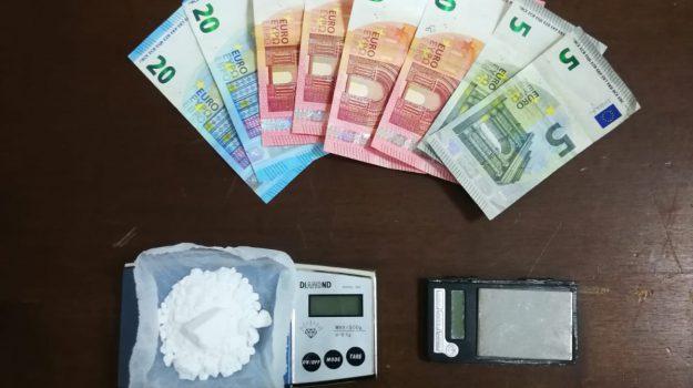 arresto, borsello, cocaina, droga, Catanzaro, Calabria, Cronaca