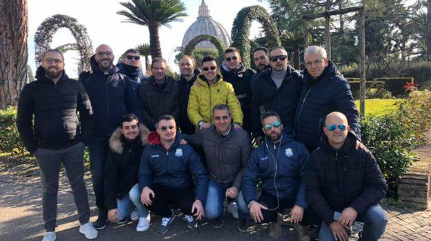 Cetraro, la squadra di calcio a 5 incontra Papa Francesco: raccolta di fondi per i senzatetto