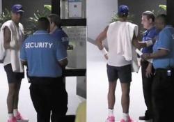 «Chi è lei?» Rafa Nadal fermato dalla sicurezza agli Australian Open Piccola disavventura per il numero uno al mondo: aveva dimenticato il pass - CorriereTV