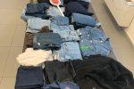 Nasconde 200 capi d'abbigliamento rubati in auto, vigili di Reggio arrestano un catanese