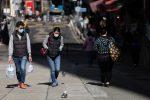 Coronavirus, altri 38 morti in Cina: italiani pronti al rientro ma manca l'ok di Pechino