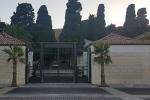 Tumulazioni bloccate al cimitero di Crotone, in attesa di sepoltura trenta salme