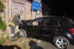 Auto si schianta contro un muro a Borgia, quattro giovani feriti nell'incidente: due sono gravi