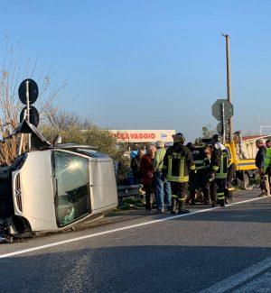 Statale 106, grave incidente vicino ai Laghi di Sibari: tre auto coinvolte