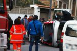 Rocambolesco incidente a Vibo, auto si ribalta nei pressi del Municipio