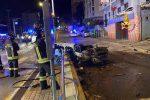 Incidente stradale a Genova, auto contro semaforo: due morti tra cui un giovane di San Cataldo