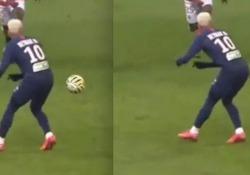 L'assist «da dietro» di Neymar L'invenzione del brasiliano del Paris Saint-Germain contro il Reims - Dalla Rete