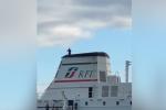 Minaccia di gettarsi dal traghetto: momenti di paura al porto di Messina - Video