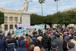 Reggio affonda tra i rifiuti, i cittadini in rivolta scendono in piazza