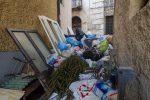 Cosenza, strade e vicoli pieni di rifiuti e gli operai preparano la protesta - Foto
