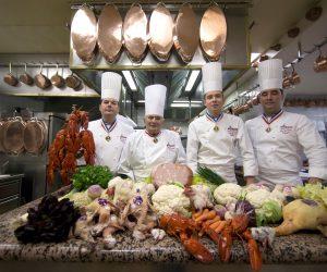 Crolla un mito, tolta la terza stella Michelin al ristorante francese Bocuse