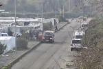 In 15 su un piccolo furgone dalla baraccopoli ai campi: le immagini del blitz contro il caporalato nel Reggino