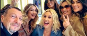 Sanremo, ecco chi sono le 5 vallette del festival: il selfie con Amadeus