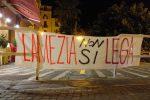 """Salvini contestato a Lamezia, lui replica: """"Andate a fischiare Renzi e Zingaretti"""""""