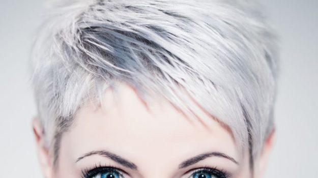 Ricerca spiega: ecco perchè lo stress fa venire i capelli bianchi