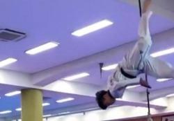 Taekwondo, la capriola per colpire il bersaglio Wonjin Kim è un giovane atleta coreano molto popolare sui social - Dalla Rete
