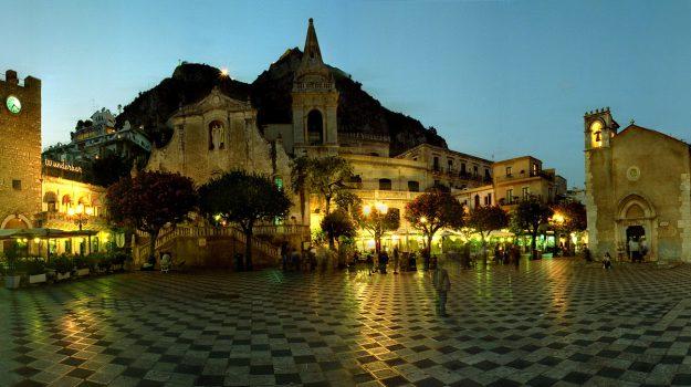 Messina, Sicilia, Società