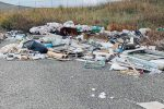 Catanzaro, in via Molè regna il degrado: rifiuti abbandonati ovunque