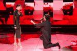 Ospite di All together now, il tenore Grigòlo chiede la mano della fidanzata in diretta tv
