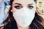 """Mascherina contro il Coronavirus, la paura """"contagia"""" anche i vip: i selfie sui social"""