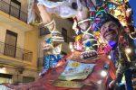 Tragedia al Carnevale di Sciacca, bimbo di 4 anni cade da un carro e muore: aperta un'inchiesta