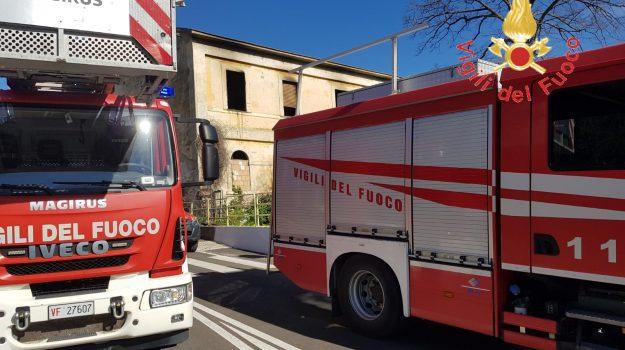 catanzaro lido, incendio casolare, Catanzaro, Calabria, Cronaca