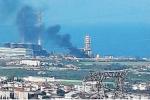 Paura per l'ex centrale Enel di Rossano, un incendio lambisce la struttura