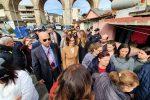 Parlamentari nelle baracche a Messina, protesta e blocco stradale degli abitanti di Camaro San Paolo