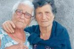 """L'addio di Nizza a Sara e Cosima: """"Non c'è amore più grande di chi dà la vita per gli amici"""""""