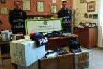 Abiti di marca falsi venduti per originali: denunciato a Barcellona venditore col reddito di cittadinanza