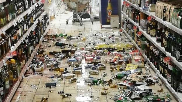 Un supermercato colpito dal terremoto