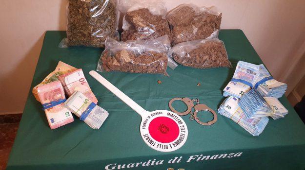 arresti, cocaina, droga, guardia di finanza, hashish, marijuana, reddito di cittadinanza, Messina, Sicilia, Cronaca
