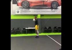 Basket, la schiacciata «nascosta» a tempo di palleggio Il giocatore di basket Jordan Southerland ha mostrato una straordinaria schiacciata - Dalla Rete