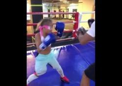 """Boxe, la piccola campionessa si allena bendata Kira """"Pink Panther"""" Makogonenko è una giovane boxeur che su Instagram posta video spettacolari - Dalla Rete"""