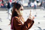 Coronavirus, la Sicilia è... in pausa: a Messina turisti con la mascherina