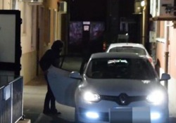 Deragliamento treno, due operai indagati vanno via dall'interrogatorio incappucciati Sono stati interrogati dalla Procura di Lodi nel comando della Polfer di Piacenza - Ansa