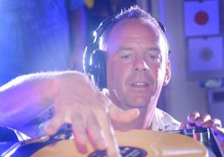 Fatboy Slim torna a Milano per il Just Music Festival: il video Il campione del big beat ospite d'onore all'Alcatraz - Corriere Tv