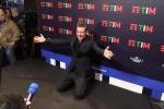 Gabbani si fa intervistare in ginocchio: «Contento per Diodato, meritava di vincere»